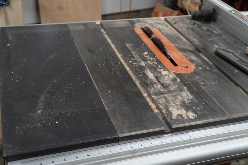 clean a dirty cast iron table saw