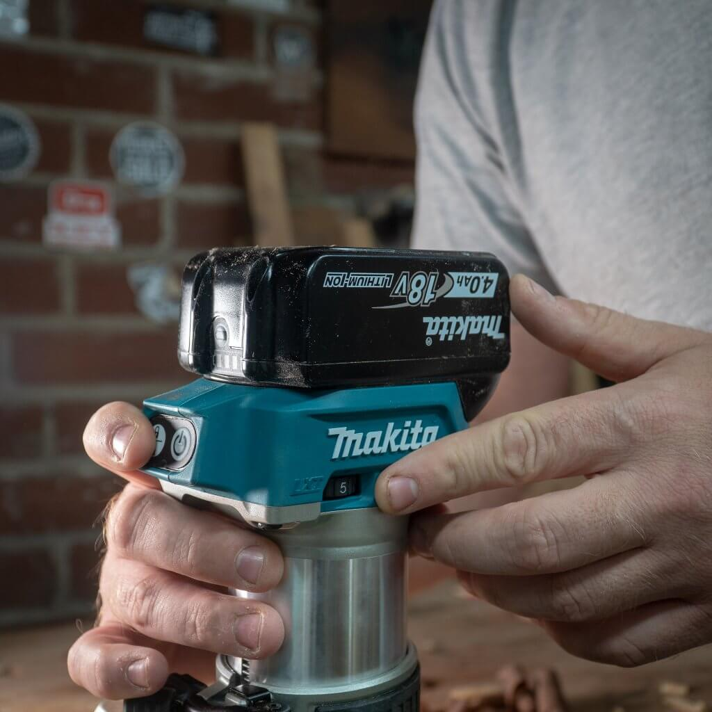Makita 18-Volt LXT Lithium-Ion Brushless Cordless Variable Speed Compact Router ergonomics