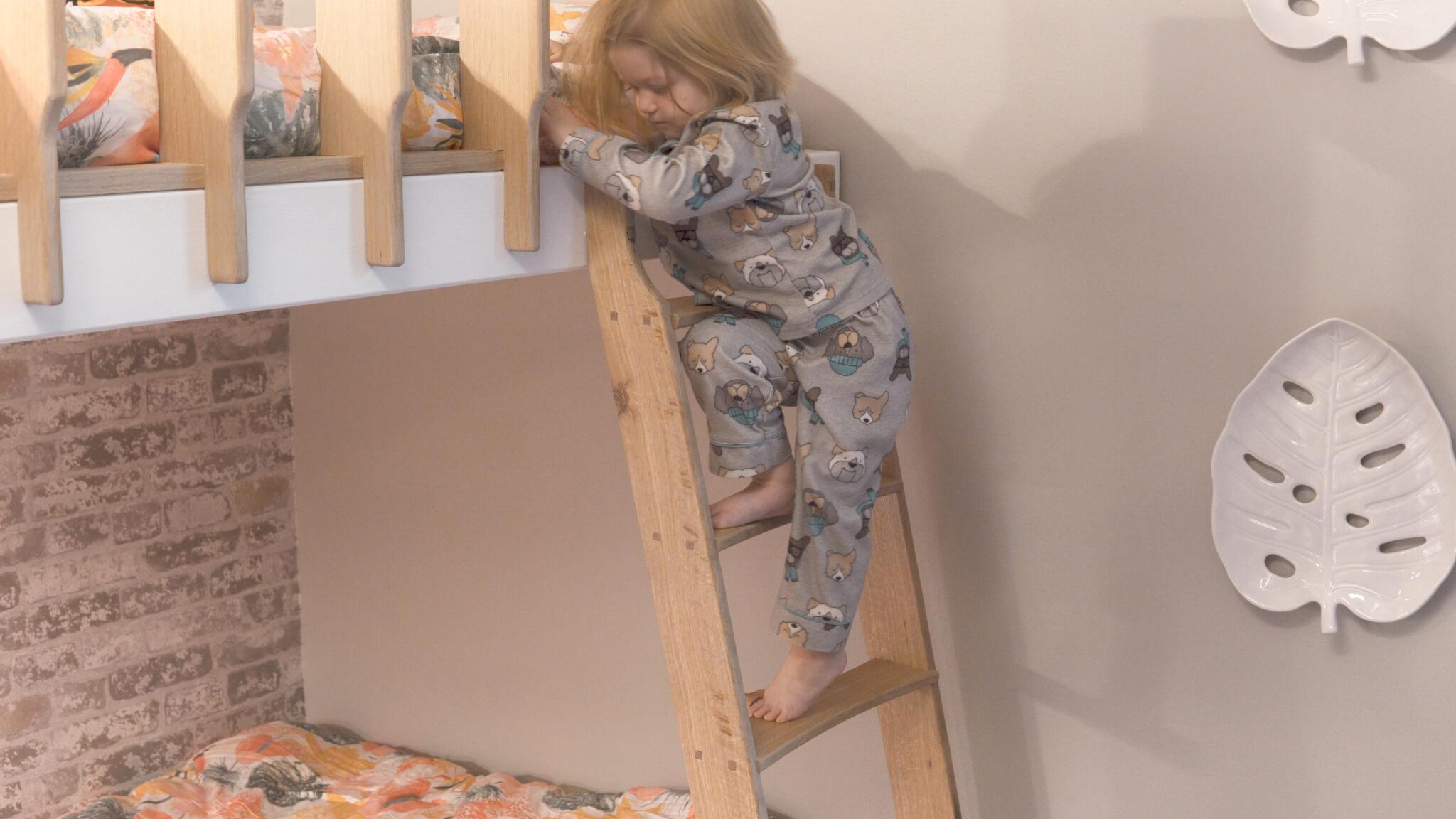 Goldie modeling ladder